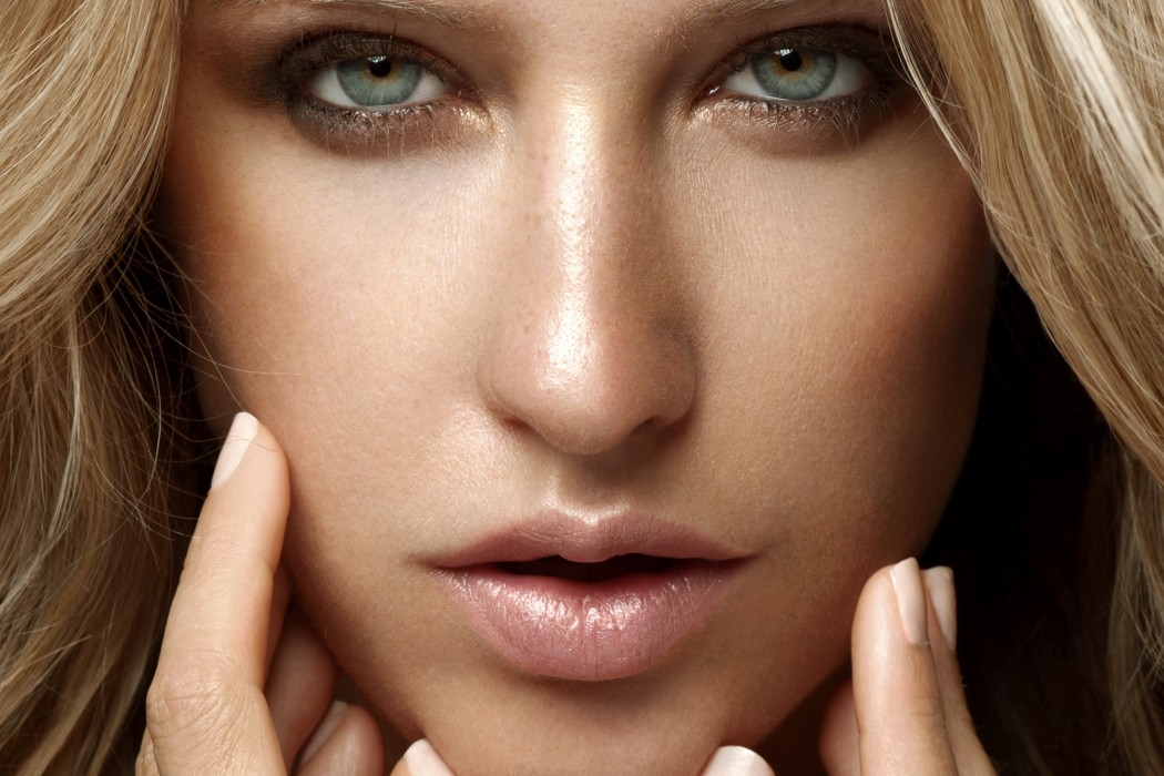 Get Glowy Skin with the Best Highlighting Make-up Products